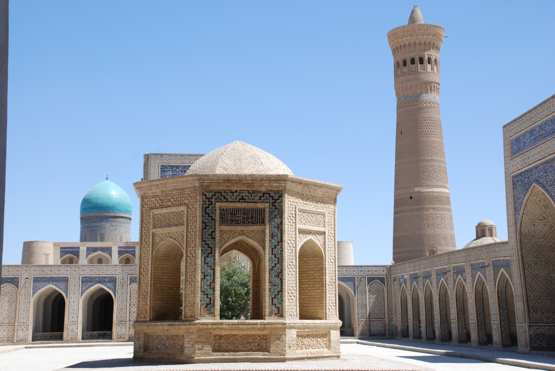 17-Uzb-Bujara-Mezquita-Kalon-025