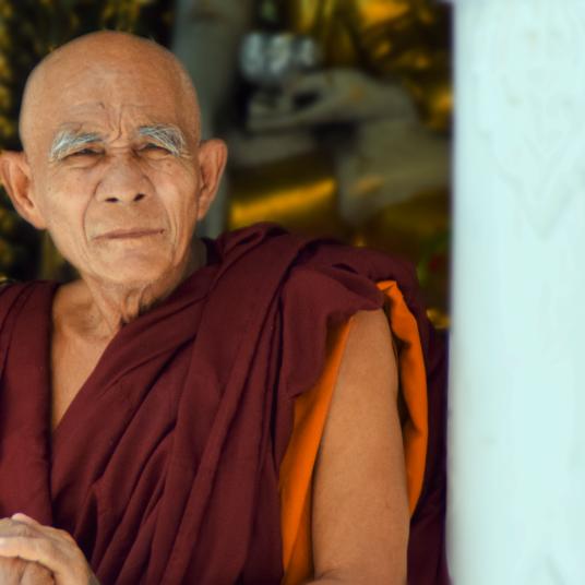 Monje en Shwedagon Pagoda